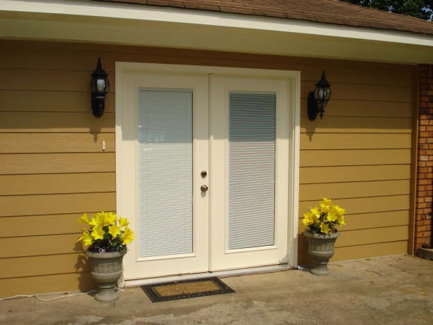 Siding - Nutmeg     Trim and Doors - Summer White